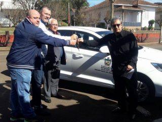 Deputado Afonso Hamm faz entrega oficial de veículo para a Secretaria de Saúde