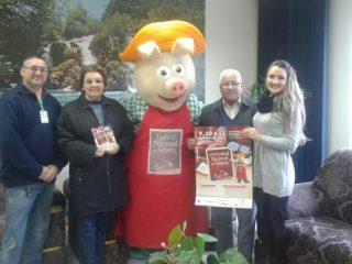 Prefeito Humildes e Vice- Prefeita Maria Helena recebem visita do Mascote do Festival Nacional do Salame
