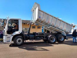 Secretaria de Agricultura e Meio Ambiente de Estação recebe Caminhão Cargo Truque 2429 para atender a bacia Leiteira