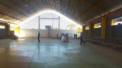 Obra de reforma na quadra coberta do Bairro São José