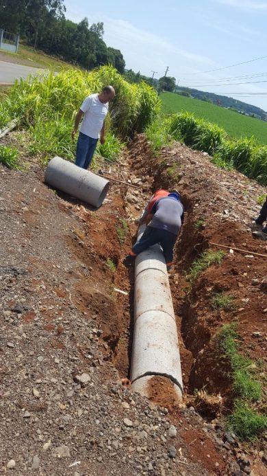 Obras para melhoria no escoamento de água