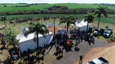 Prefeito Municipal participa de cerimônia tradicionalista no Cemitério do Combate, em Erebango.